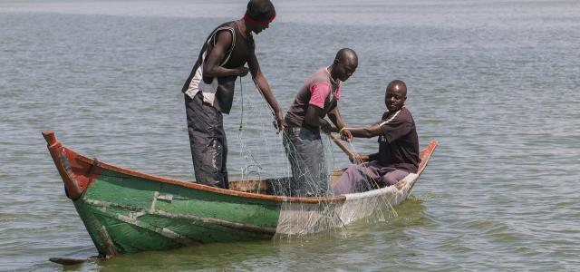 luo people kenya: fisherman at lake victoria
