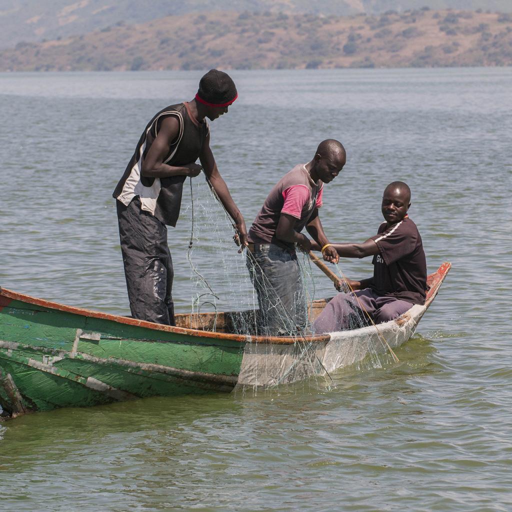 luo people kenya: fisherman at lake victoria