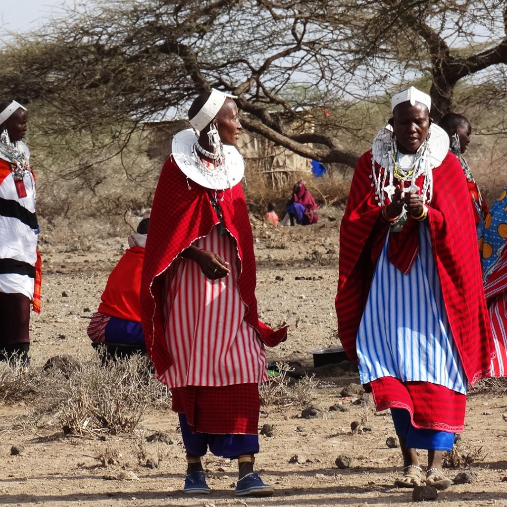 maasai women in kenya and tanzania with beautiful color